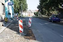 V Količíně opravují vozovku a některé vjezdy k domům.