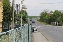 Vysoká rychlost aut a silný provoz trápí obyvatele Vítonic. Někteří řidiči tu jezdí klidně i stovkou.