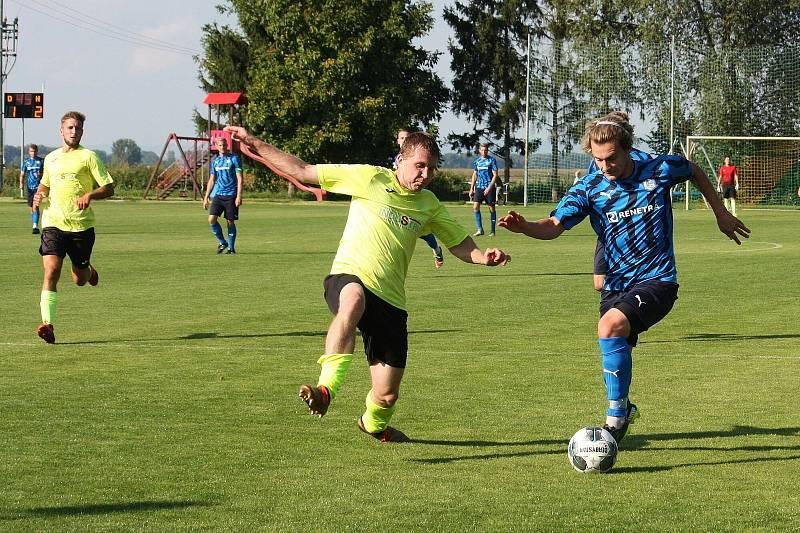 Divizní fotbalisté Skaštic (ve žlutém) v 5. kole doma nečekaně padli se Všechovicemi 2:3.