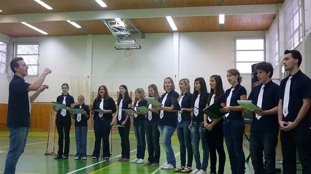V holešovském gymnáziu se konal jarmark.
