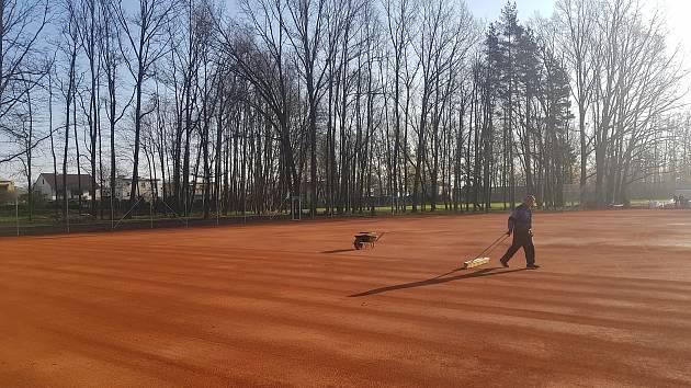 Nové tenisové kurty v Hulíně v parku Mezivodí.