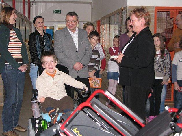 22. prosince dostal Vojtíšek ve škole jako dárek nový schodolez.