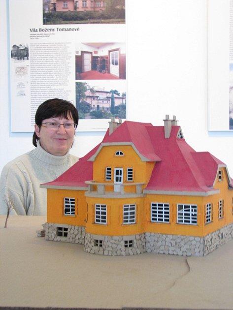 Až do 16. listopadu 2008 je v Muzeu Kroměřížska k vidění výstava Slavné vily Zlínského kraje. O objektech se lidé dozví i informace o stavbě, zakoupit si mohou i knížku.