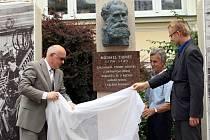 Slavnostní odhalení pomníku Michaela Thoneta v Bystřici pod Hostýnem.