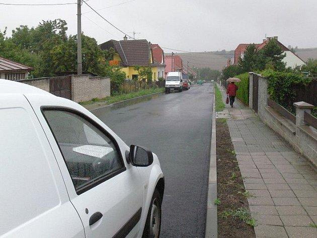 Dvojice ulic v Koryčanech má za sebou rekonstrukci kanalizace a kompletní opravu povrchu silnice (na snímku je ulice Smetanova).