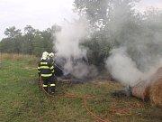 Požár balíků slámy nedaleko Loukova způsobil škody ve výši asi dvou tisíc korun, jeho příčina zatím není jasná.
