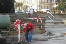 Schodiště vedoucí ke kroměřížskému Domu kultury bylo několik měsíců uzavřené kvůli opravám. V úterní odpoledne 22. září 2009 by už mělo být otevřené bez jakýchkoliv komplikací