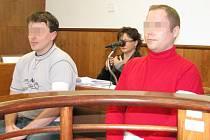 Před Okresním soudem Kroměříž pokračovalo jedání s dvojicí mužů, kteří v květnu loňského roku u Kostelan okradli a jeden z nich i znásilnil čtyřicetiletou ženu