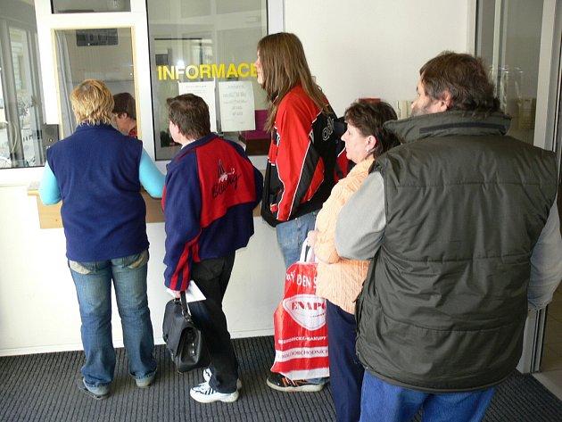 Na Finančním úřadu v Kroměříži se při podávání daňového přiznání 31. 3. 2008 oproti jiným rokům fronty netvořily.