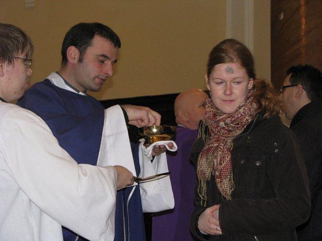 V Kroměříži, konkrétně v kostele Panny Marie se uskutečnila ve středu 25. února mše svatá, zaměřená na popeleční středu. Zhruba hodinové mše se účastnili studenti, učitelé i pracovníci Arcibiskupského gymnázia.