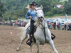 V Jankovicích v sobotu proběhl třiadvacátý ročník Western rodeo show, který přilákal stovky lidí. Jezdci závodili hned v několika kategoriích, ale na své si přišly i děti: točilo se s lasem a přepadával dostavník.