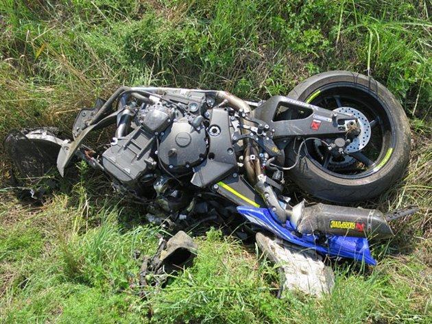 Tragická nehoda motorkáře na silnici spojující Skaštice s Chropyní