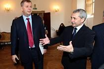 Ministr zemědělství Petr Bendl na zámku v Holešově.,Petr Bendl a starosta Zdeněk Janalík