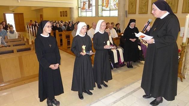 Řádové sestry v klášteře v Kroměříži