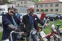 Závody pro milovníky mopedů Babeta měly v Hulíně velký ohlas.