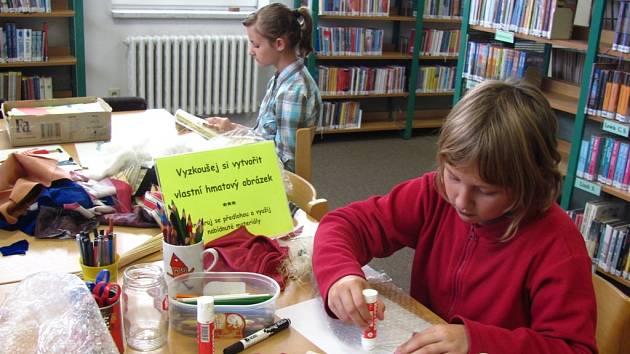 Knihovna Kroměřížska připravila pro děti aktivity na poznání světa nevidomých.
