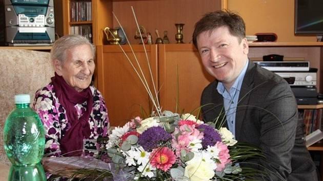 Paní Magdaléna Kytnerová z Kroměříže slaví ve čtvrtek 17. března 105. narozeniny a je nejstarší obyvatelkou města: blahopřát jí přišel i starosta Jaroslav Němec.