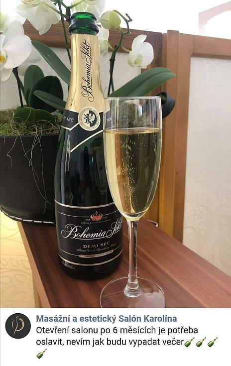 Salon Karolína v Holešově oslavuje na Facebooku otevření salonu po 6 měsících.