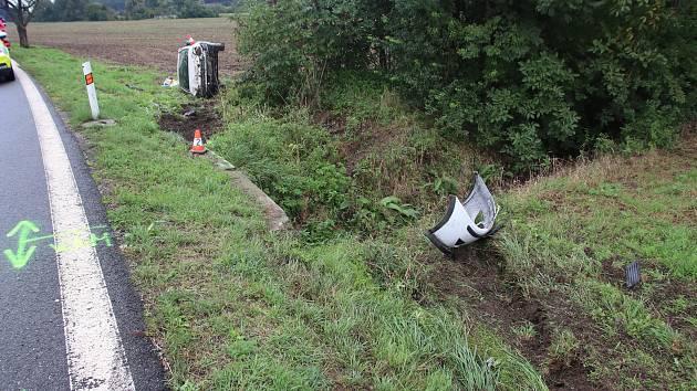 Nehoda auta v Jarohněvicích.