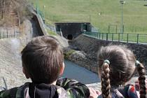 U příležitosti Dne vody mohli zájemci v sobotu nahlédnout do běžně nepřístupných prostor koryčanské přehrady. O prohlídku vodního díla byl v letošním roce velký zájem.