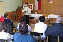 Lidé v Bařicích se ve čtvrtek 5. dubna střídali ve čtení z Bible.