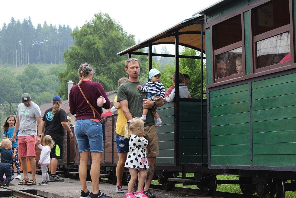 Prázdninové poježdění na lesní železnici v Rajnochovicích.