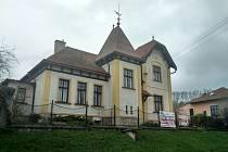 Secesní vilu navrhl před více než sto lety ve Zdounkách známý architekt Dušan Jurkovič.