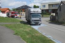 K úniku chemikálie na silnici v Žeranovicích byly přivolány čtyři jednotky hasičů