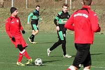 Fotbalisté Hulína (v červených dresech) přehráli v přípravném utkání divizní Bzenec 4:1.