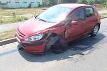 K nehodě hned tří osobních aut došlo v pátek 12. června kolem poledne na výjezdu z Kroměříže směrem na Rataje.