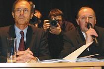 Jan Švejnar  odpověděl v Kroměříži na řadu dotazů. Moderování jeho setkání se ujal starosta Miloš Malý.