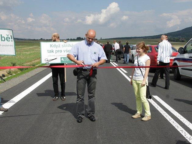 Po roční uzavírce silnice Holešov – Dobrotice se otevřel nový jihovýchodní obchvat Holešova.