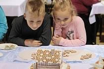Až třiašedesát vzorků cukroví se sešlo při prvním koštu cukroví v Koryčanech, který proběhl v sobotu v tamním Kulturním domě.
