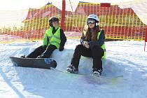 Kromě klasického příměstského tábora si na jarní prázdniny holešovské centrum TyMy připravilo pro děti i program na sjezdovce areálu na Trojáku: od pondělí do pátku se tam tudíž prohánějí menší i větší školáci na lyžích a snowboardech. Jedná se už o sedmý