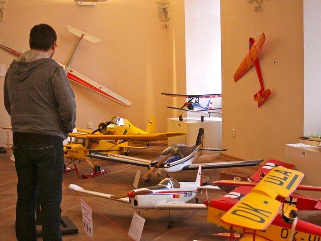Výstavu leteckých modelů připravili na zámku v Holešově Modelářský klub LMK Čmelák Holešov, ve spolupráci s MKS Holešov a za podpory Města Holešov.