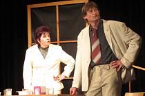 Ochotnický spolek z Koryčan uvedl v pátek 20. dubna v Kroměříži komedii Švagřičky anebo příbuzné si nevybíráme.