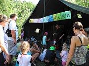 Přes tři sta návštěvníků si našlo cestu do lomu v Kurovicích na akci nazvanou Festival pro čolka. O posledním prázdninovém víkendu si tam mohli užít tvořivých, naučných i zábavných aktivit a přírodovědných exkurzí.