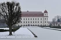 Zámecká zahrada v Holešově láká k zimní procházce.