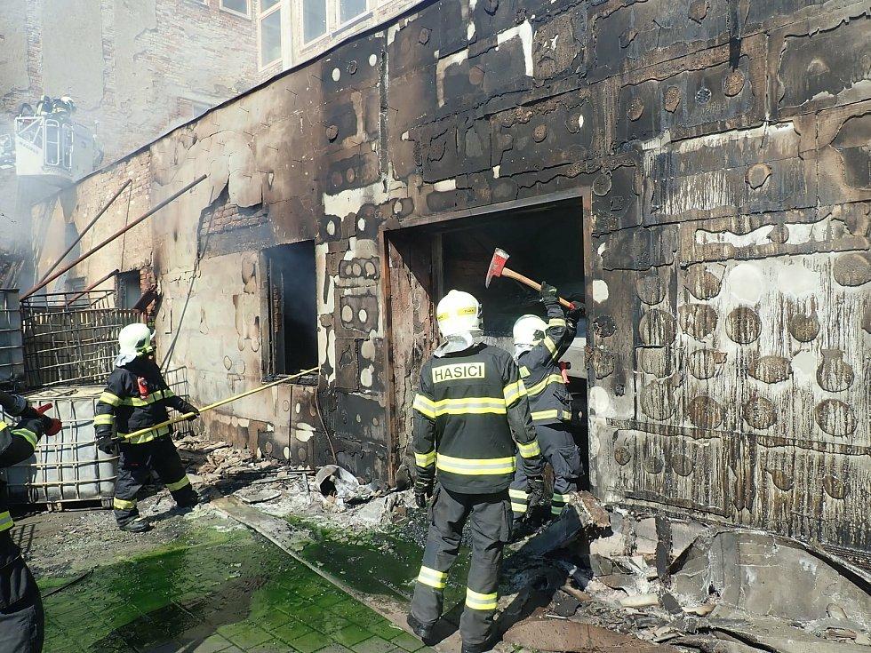 Požár v Kroměřížské výrobně paintbalových kuliček