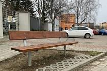 Město Kroměříž vyměňuje lavičky