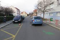 Desetiletý chlapec vběhl pod auto v ulici U Sýpek ve středu 15. ledna odpoledne.