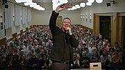 Polský farář Zbiegniew Czindlik na besedě v Hulíně
