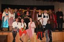 Ochotníci divadelního souboru Střílky sehráli v sobotu 2. března v Kulturním domě představení Dalskabáty hříšná ves aneb zapomenutý čert.