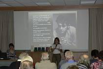 Celorepublikového festivalu Den Poezie se zúčastnili také v Kroměříži. Knihovna Kroměřížska ve spolupráci s Arcibiskupským gymnáziem připravila program s názvem AG čte Skácela. Na programu se vystoupili také regionální autoři.