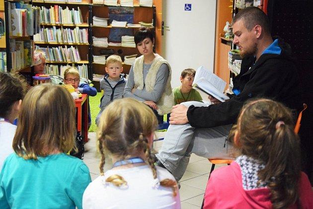 Pohádkové čtení pořádá už od úterka holešovská knihovna v rámci akce nazvané Týden knihoven: autor pro děti a mládež Jan Sviták tam ze svých knih předčítal v úterý 3. října.