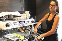 Kavárna Tudam věnuje třicet procent ze zisku kávy kroměřížského dětskému domovu.