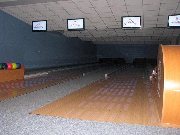 V Kroměříži otevřeli manželé Nedopilovi čtyři nové bowlingové dráhy