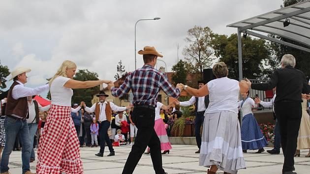 Country tanečníci z Hulína a ze Zlína na Svatováclavských slavnostech.