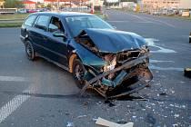 Srážka osobního auta a kamionu v Kroměříži