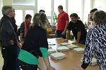 Po druhé hodině odpoledne začalo na Kroměřížsku sčítaní hlasů. Ve volební místnosti číslo 13 na Zacharu odvolilo tentokrát 835 voličů.